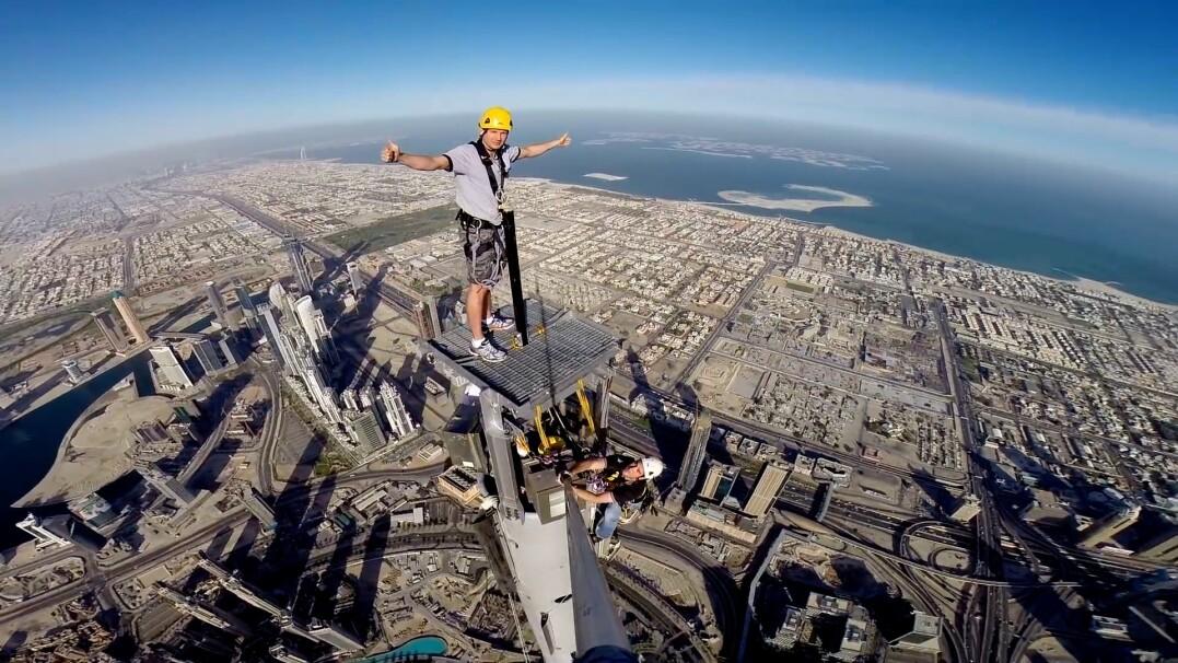 Inspekcja na szczycie Burdż Chalifa, 828 metrów nad ziemią