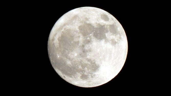 Superksiężyc będzie dziś zachwycać. Nocą spójrzcie w niebo