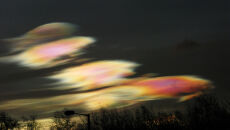 Polarne chmury stratosferyczne (fot. Alan Tough)
