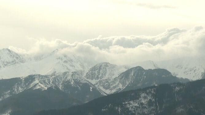 """Halny w Tatrach. """"Zagrożenie dla zdrowia i życia"""""""