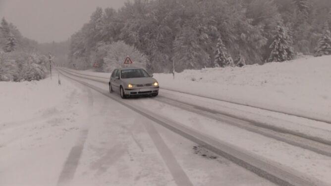 Śnieg w Chorwacji. <br />Poważne problemy na drogach