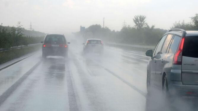 Na północy deszcz utrudni jazdę